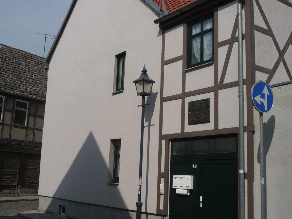 Giebelansicht der Erinnerungsstätte, Ecke Brahmstraße. Foto: Dr. Zube